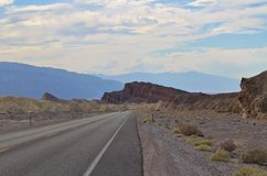 The road through Death Valley in USA Royalty Free Stock Photos