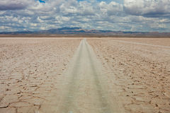 Road in desert, cloudy sky Stock Photography