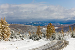 Road downwards. View from top of mountain pass, Altai Stock Photography
