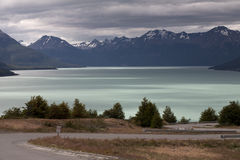 The road at the edge of the lake. Royalty Free Stock Photos