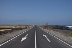 Two-ways road near the sea Royalty Free Stock Photo