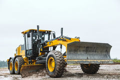 Road grader - heavy earth moving dirty Royalty Free Stock Photos