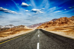 Road  in Himalayas with mountains Royalty Free Stock Photos
