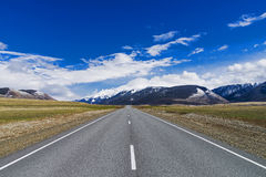 Road  horizon in  mountains Royalty Free Stock Image