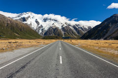 Road leading into Aoraki Mt Cook National Park NZ Royalty Free Stock Photos