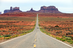 Road leading into Monument Valley Stock Photo