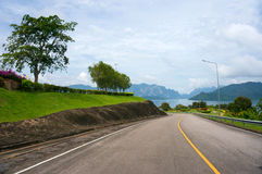 Road leading to the lake Royalty Free Stock Images