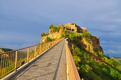 The road leading to the medieval castle town Bagnoregio Royalty Free Stock Photos