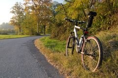 The road and mountain bike. In afternoon lighting stock image
