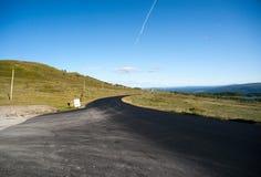 Road through mountain plateau Valdresflye, Jotunheimen Royalty Free Stock Images