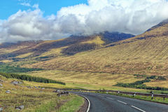 Road between mountains in Scotland Royalty Free Stock Photos