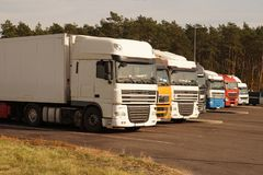 Free Road Parking. Trucks Set In A Row On The Driver`s Rest Area Stock Photos - 133441273