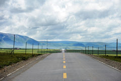 Road in the Qinghai-Tibet Plateroad Royalty Free Stock Image