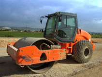 Road-Roller. Vehicle ready to work in a new road Royalty Free Stock Photos