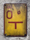 Road sign on concrete wall Royalty Free Stock Images