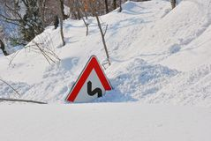 Road sign covered by the snow Royalty Free Stock Photos