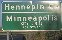 Road sign of Minneapolis, MN and Hennepin Stock Photo