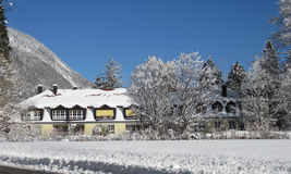 Road in snow and houses in winter landscape Royalty Free Stock Photos