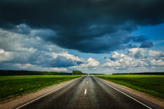 Road and stormy sky Royalty Free Stock Photos