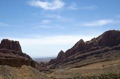 Road thru the desert Royalty Free Stock Images