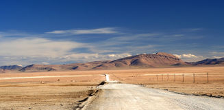 Road through the Tibetan plateau Stock Photos