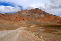 Road through the Tibetan plateau Royalty Free Stock Photos