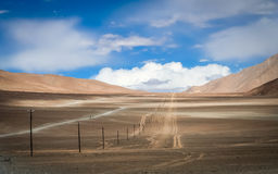 Road through the Tibetan plateau Royalty Free Stock Photos
