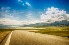 Road on tne plateau Royalty Free Stock Photography