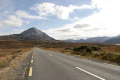 Road to the Errigal mountains in county Donegal Stock Photography