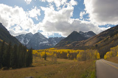 Road to Maroon Bells and Maroon Lake Stock Photo