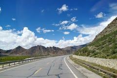 Road to the mountain Royalty Free Stock Photos