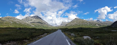 A road to the mountains Royalty Free Stock Photography