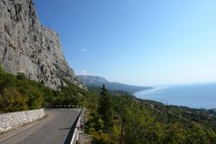 Road to the sea. Near mountains and wood Royalty Free Stock Photos