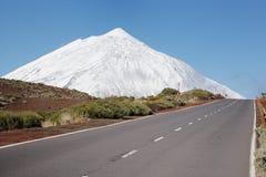 Road to snowcapped mountain Royalty Free Stock Photos