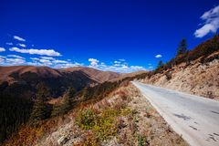 Road To Tibetan Mountain Royalty Free Stock Images