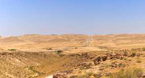 Road to Yeruham over mountains in Negev desert Stock Photo