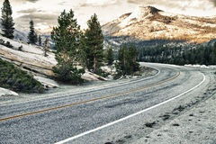 Road at top of a hill in USA Royalty Free Stock Photos