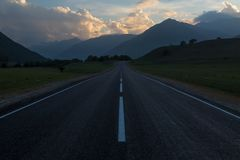 Road towards the mountains at sunset Royalty Free Stock Photography