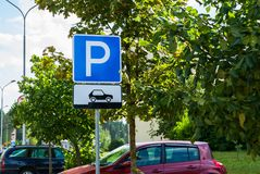 Free Road Traffic Sign Parking For Cars On A City Street Background Showing How To Correctly Place Their Vehicles Royalty Free Stock Image - 124160996