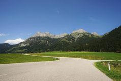Road in the Tyrolean Alps. In the direction of the mountain Red Flüh Stock Photography