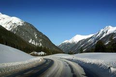 Road van Oostenrijk van Ischgl aan St Anton Stock Afbeelding