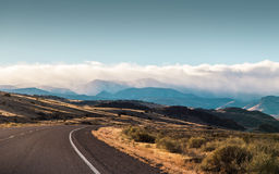 Road winding towards the mountains Royalty Free Stock Photos
