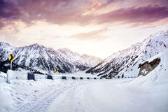 Road in the winter mountains Royalty Free Stock Photos