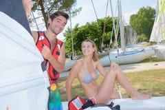Roade par med seglingutrustning royaltyfri fotografi