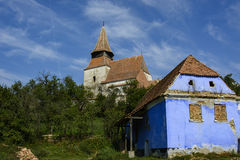 Roades a enrichi l'église, construite en 1526, la Transylvanie, Roumanie Images libres de droits