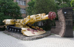 Roadheader ksp-32 opgezet op de hoofdstraat van Donetsk Royalty-vrije Stock Fotografie