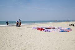 Roadies dostaje paraglider Zdjęcia Stock