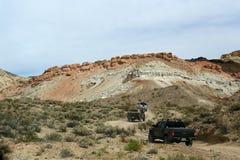 roading在加利福尼亚沙漠 库存照片