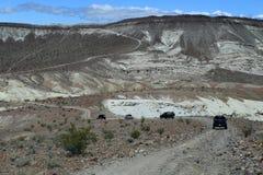 roading在californai沙漠 免版税库存照片