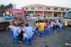 Roadside food stalls, the workers are eating snacks Royalty Free Stock Images